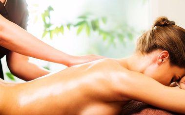 Reflexní masáž zad se zábalem z Mrtvého moře