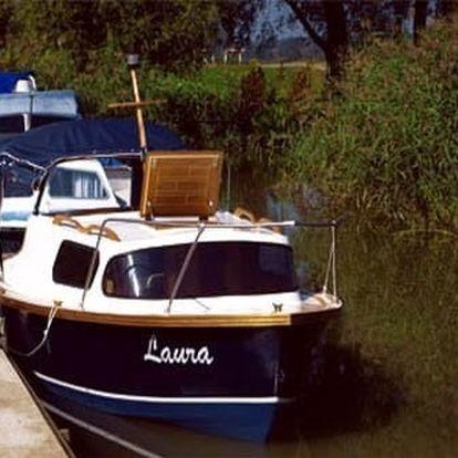 Plavba na kajutové lodi po Baťově kanálu pro 2 osoby. Nepřehlédněte tento tip na unikátní výlet!