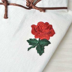 Záplata na oblečení ve tvaru růže