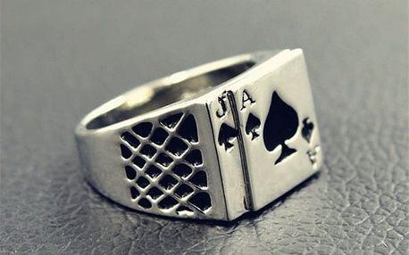 Prsten s motivem hracích karet