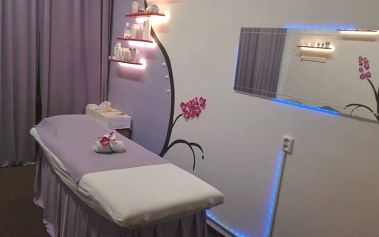 Úprava pleti: ultrazvuková špachtle, barvení a úprava obočí, peeling, maska, masáž a krém