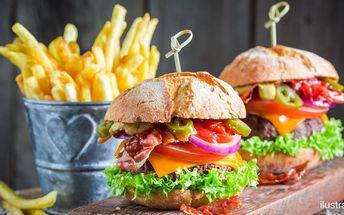 Americké burgery a hromada hranolků
