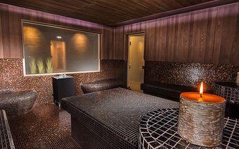 Romantika pro dva: neomezený vstup do sauny, 60 min. privátní vířivky, lahev sektu, překvapení