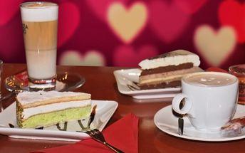 Káva a dort v Pitomé kavárně