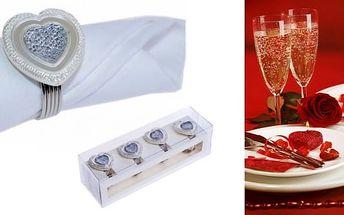 Dnes jsou ubrousky nedílnou součástí slavnostní tabule. Pokud chcete ze slavnostní večeře učinit nezapomenutelnou příležitost, vyzdobte si váš stůl krásnou dekorací ve tvaru srdíček.