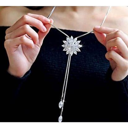 Luxusní třpytivý náhrdelník s květinou