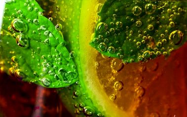Maxi Cuba Libre nebo Mojito pro 6 osob v cocktail baru v Kutné Hoře