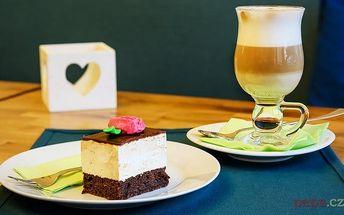 """Zákusek """"Ptačí mléčko"""" s čajem nebo kávou v pražské kavárně Sweetcakes"""