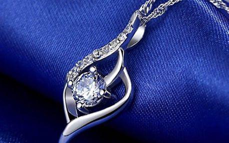 Přívěsek s kamínky ve stříbrné barvě - elegantní
