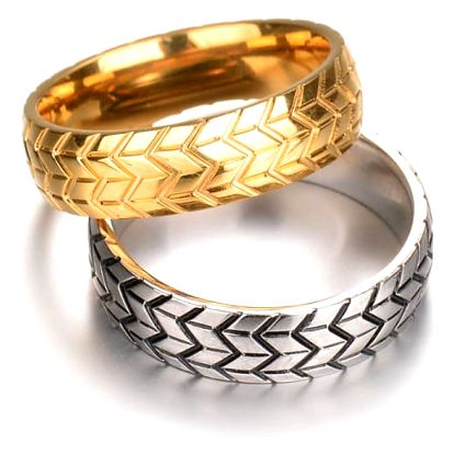 Krásné prstýnky pro páry ve zlaté a stříbrné barvě
