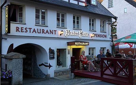 Romantický valentýnský pobyt pro dva v penzionu Hradní Bašta, láhev sektu, večeře, polopenze aj.