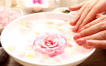 Hodinová vinoterapie rukou se zábalem a masáží