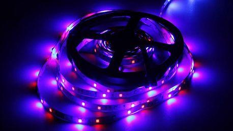 LED proužek světla na dekoraci prostorů - barevný