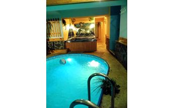 Privátní relaxační wellness balíček pro 2 osoby až na 120 minut: sauna, bazén, whirlpool + sekt