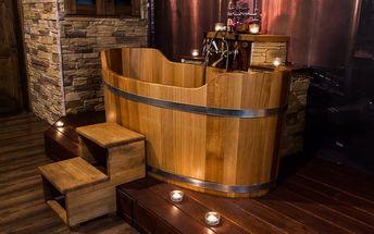 Romantická voňavá koupel pro 2 osoby s okvětními lístky, lahví sektu a překvapením