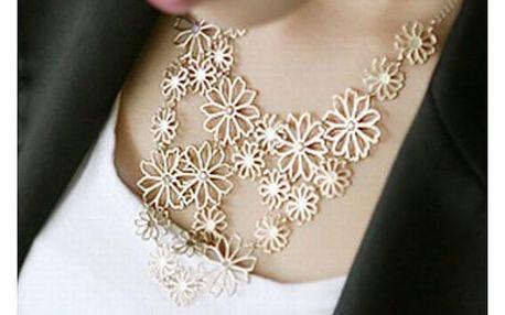 Vícevrstvý náhrdelník s květinovým motivem