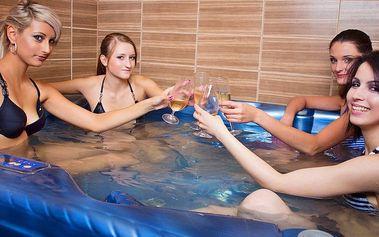 Sauna s vířivkou k vašim službám: Relax pro 4 kamarády