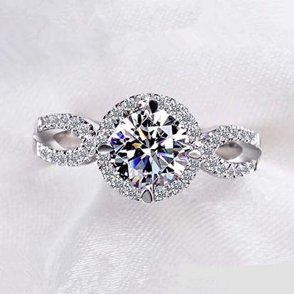Dámský prsten s vystouplým kamenem - stříbrná barva