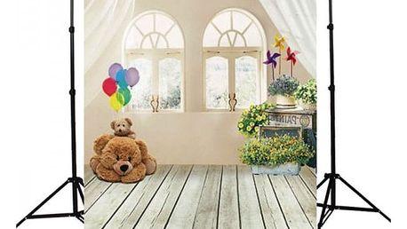 Ateliérové fotopozadí 90 x 150 cm - Pokoj s okny a plyšovým medvídkem