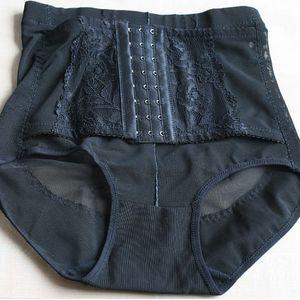Formující kalhotky s korzetovým pásem