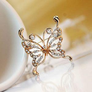 Třpytivá brož ve tvaru motýla