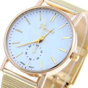 Dámské hodinky ve zlaté barvě