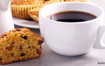 Káva a něco sladkého v baby friendly kavárně