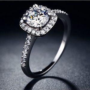 Dámský prsten s hranatým kamínkem ve stříbrné barvě