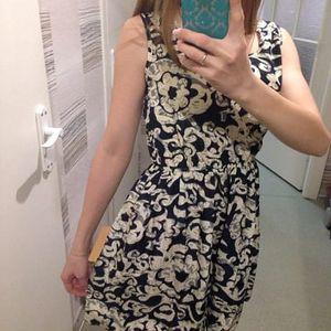 Dámské šaty s elastickým pasem a květinovým potiskem
