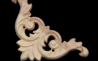 Dekorace na nábytek vyřezaná ze dřeva