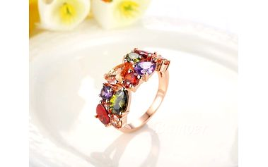 Prsten s barevnými krystaly