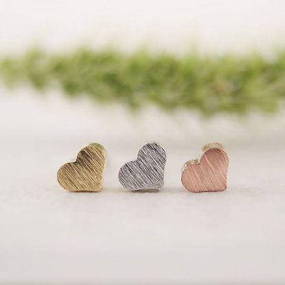 Jemné náušnice v podobě srdíčka - 3 barvy