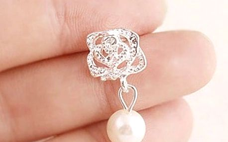 Dámské náušnice s květinou a perlou