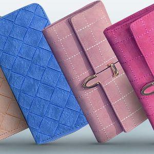 Prošívané peněženky v pastelových barvách
