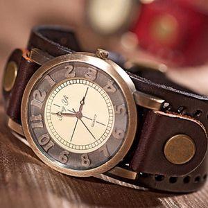 Analogové náramkové hodinky v retro stylu
