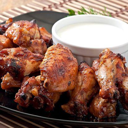 1000 g pečených kuřecích křídel, dresing dle výběru a ošatka pečiva v restauraci Severka