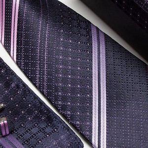 Kravata, manžetové knoflíčky a kapesníček