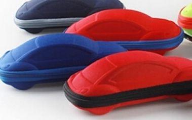 Dětské pouzdro na brýle Cars, pevné pouzdro na brýle ve tvaru autíčka je vyrobené z jemné tkaniny.