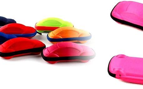 Roztomilé dětské pouzdro na brýle Cars. Dětské pevné pouzdro na brýle ve tvaru autíčka je vyrobené zjemné tkaniny se zavíráním na zip, které jistě potěší menší děti. Pouzro na dětské brýle tak může být i veselým doplňkem .