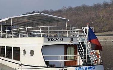 Vyhlídková romantická plavba lodí po Vltavě, výběr plavby s živou hudbou a švedským stolem.