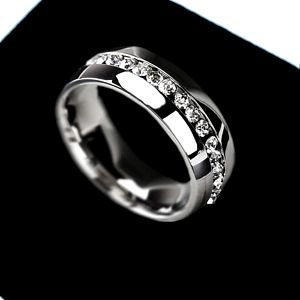 Prsten se středovou linkou z kamínků