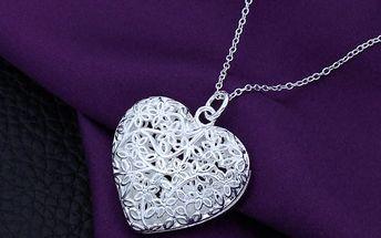 Náhrdelník s přívěskem velkého srdce ve stříbrné barvě