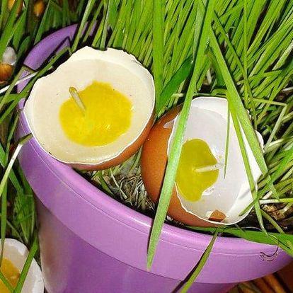 Víkendové vyrábění velikonoční svíčky z vajíček