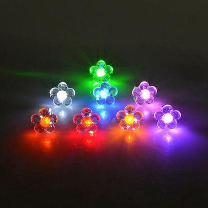 Svítící LED náušnice ve tvaru květiny
