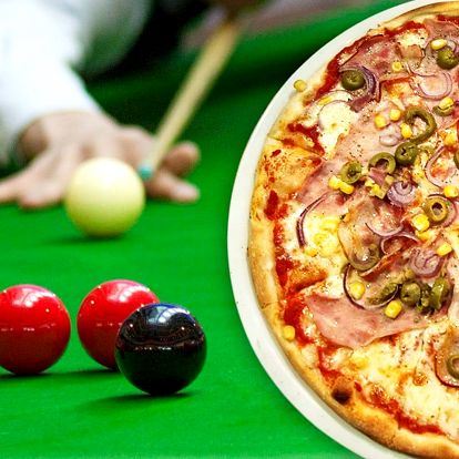 Dvě bohatě nazdobené pizzy a hodina kulečníku