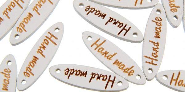 Dřevěné knoflíky s nápisem Hand made - oválný tvar