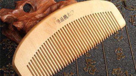 Antistatický hřeben ze santalového dřeva