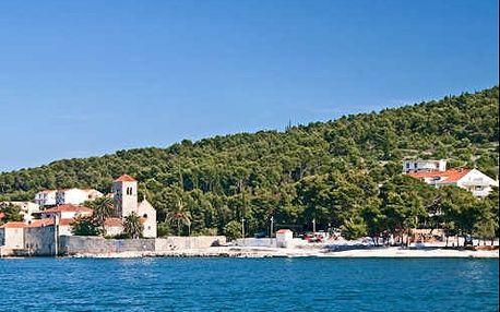 Dovolená v Chorvatsku v 4* hotelu na pláži u historického Trogiru