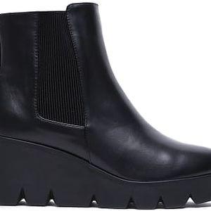 Dámské černé lesklé kotníkové boty Avongara 6033
