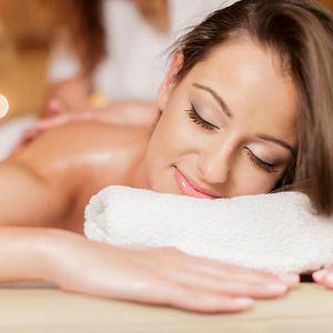 Breussova nebo relaxační masáž s Reiki ošetřením, permanentka nebo hodinová masáž dle výběru.
